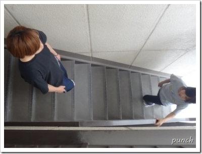 階段で膝にかかる負担