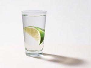 熱中症対策に水飲むのはなぜか?