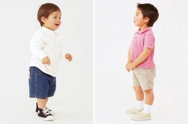 子供は筋力がなくても綺麗に立つしパワフルに動きます