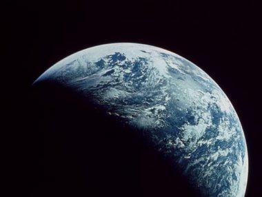 地球はなぜ回り続けているのか