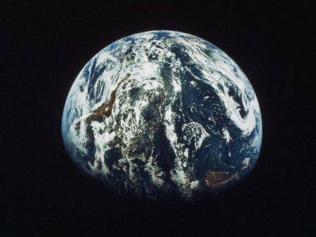 地球は宇宙の塵