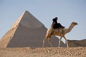 ピラミッドの国の人現る
