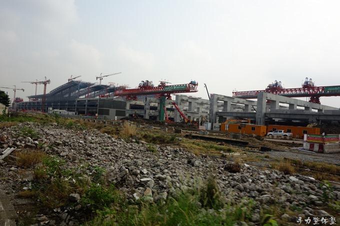 あちこちで巨大な国鉄駅建設中