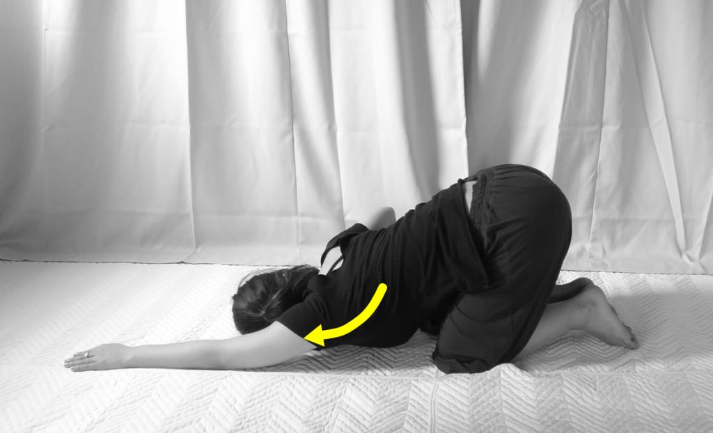 肩の内旋筋(脇の下)のストレッチ